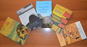 Академия богословских исследований г. Волос передала книги в дар библиотеке ДДС
